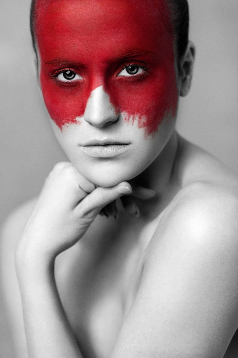 """""""red"""" from """"the color in black & white"""" is a photography project by the artist Andy Stone I Andy Stone Photo"""